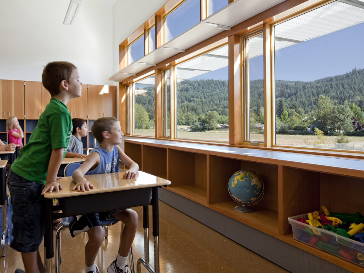 Intermediate Light Shelves 2030 Palette